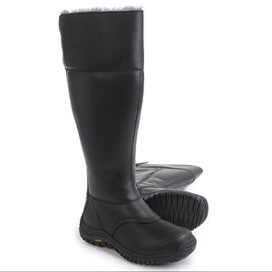  New UGG®️  Waterproof Miko Leather